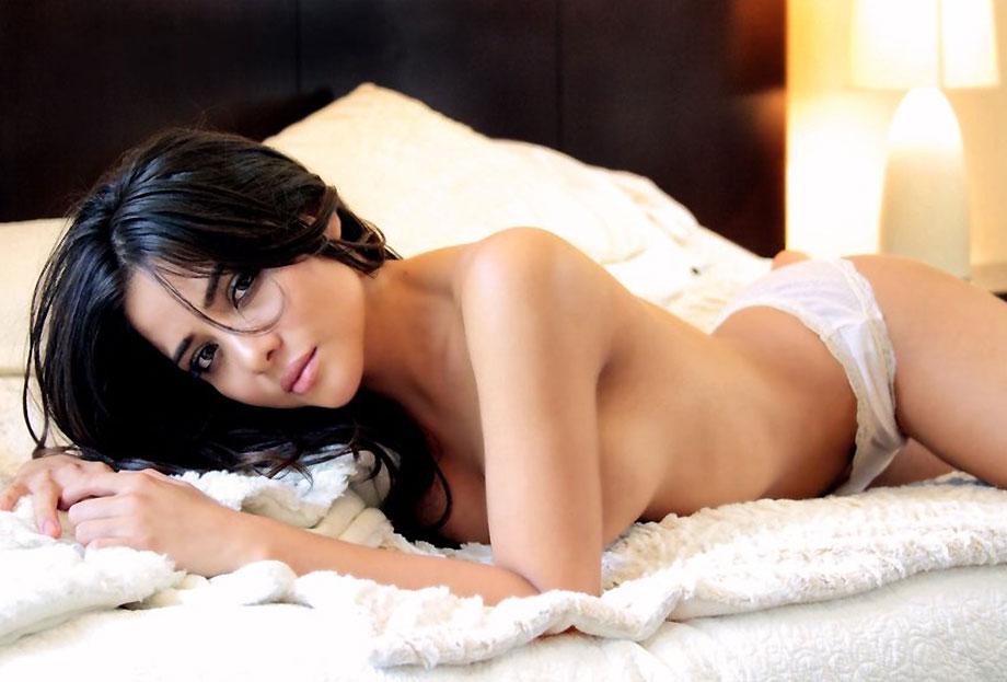 Teresa Ruiz nude and topless