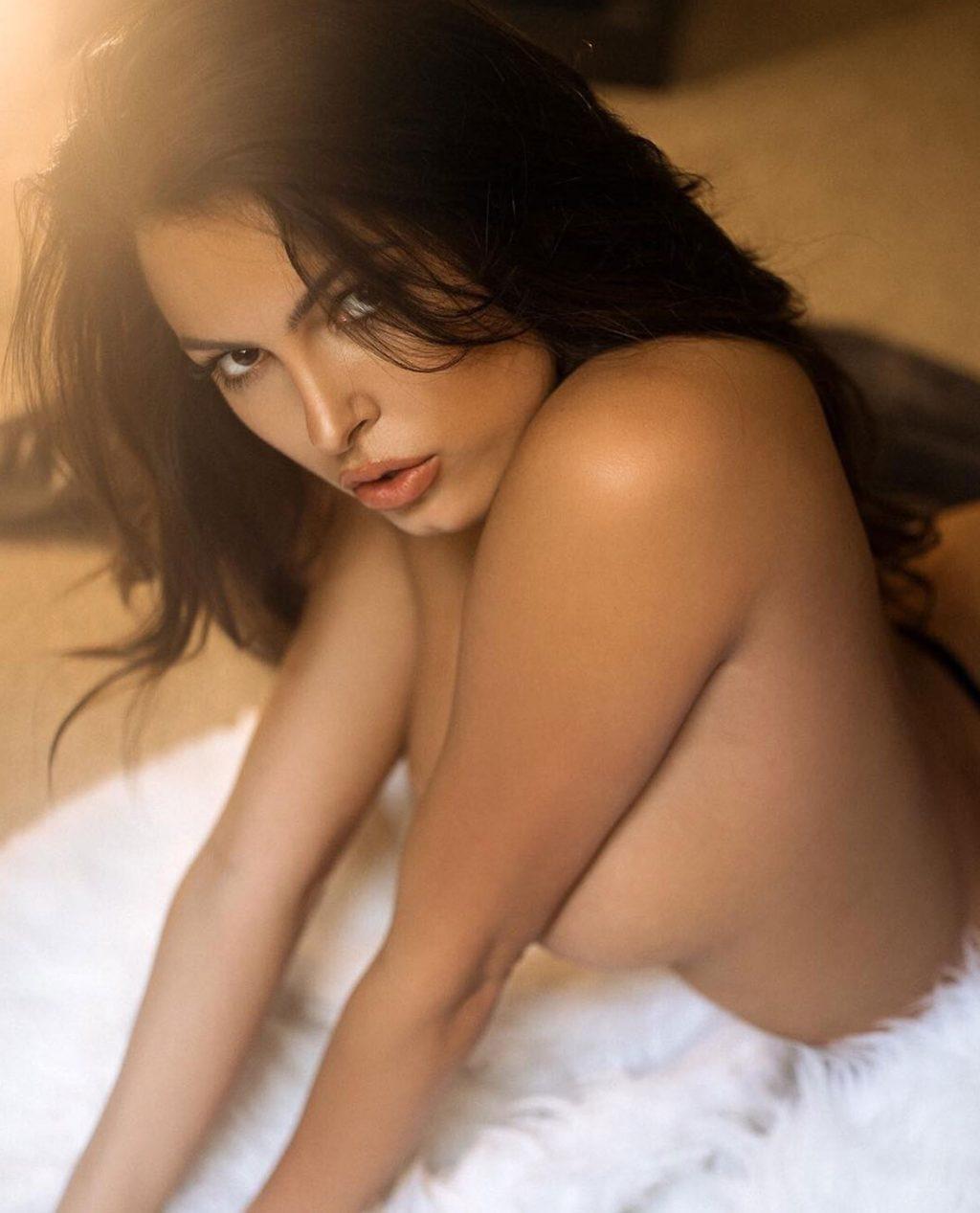 Constance Nunes nude tits