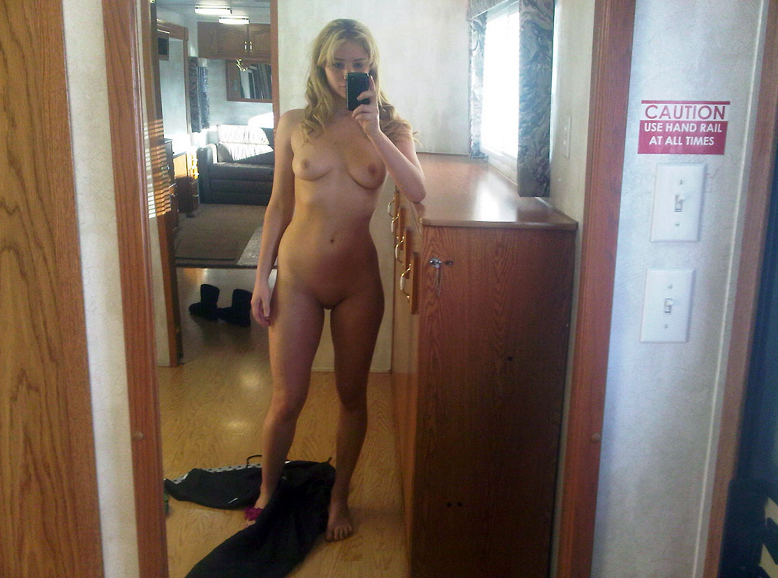 Jennifer Lawrence nude leaked mirror pic
