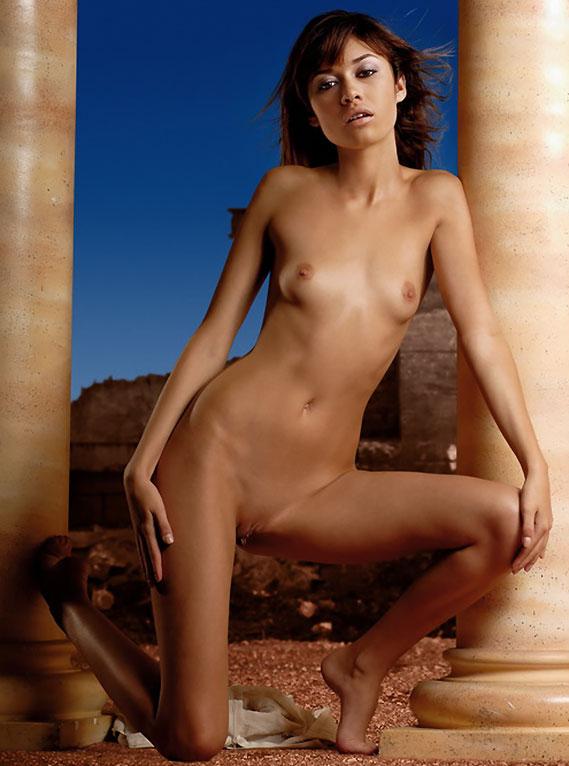 olga-kurylenko-naked-cameltoe