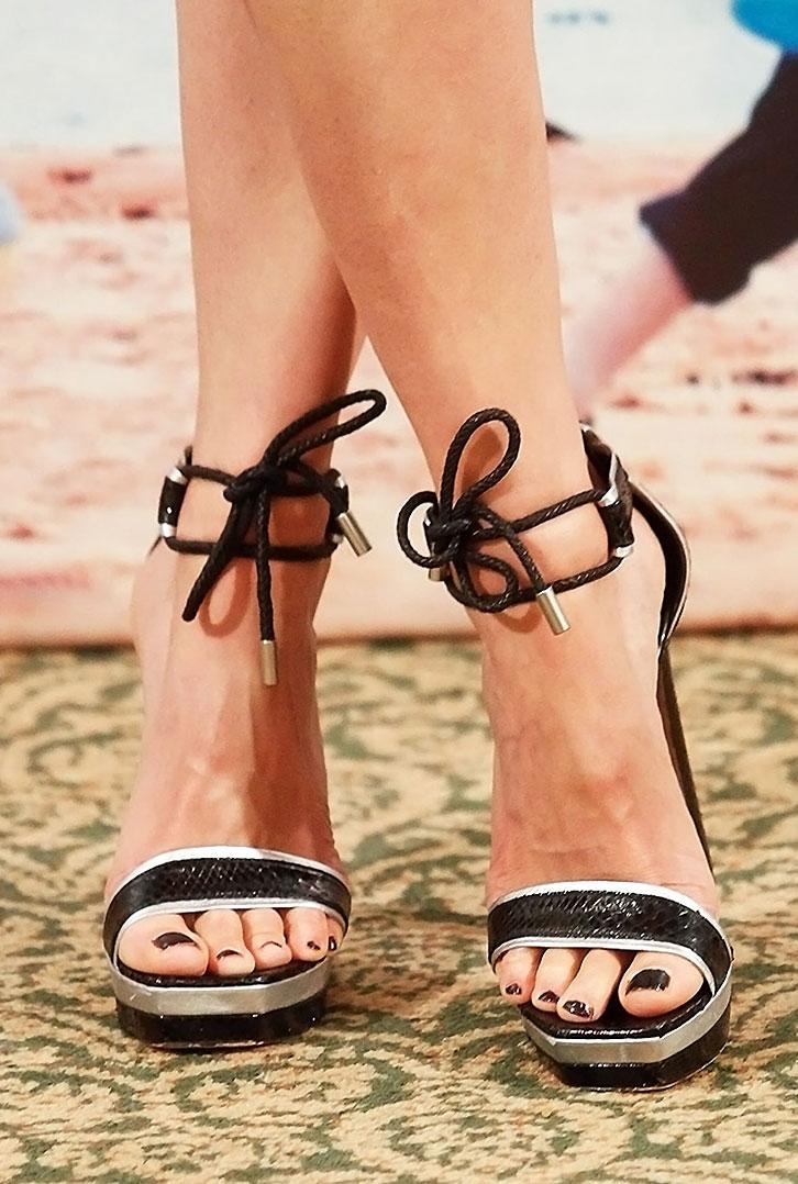 Rosamund Pike nude sexy feet