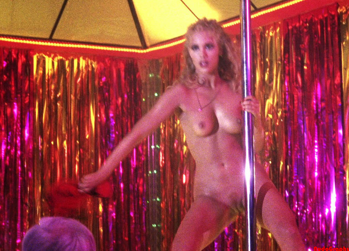 Search Celebrity Hq Hot Actress Elizabeth Berkley Has Sex In The Pool