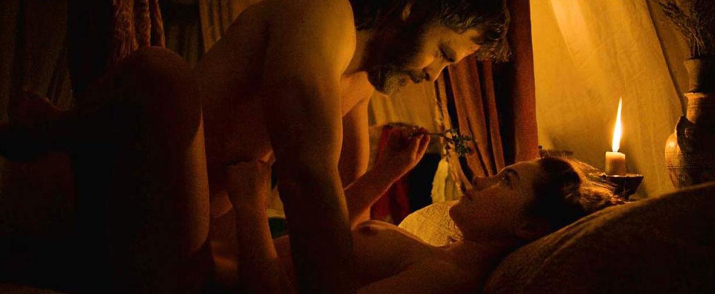 Florence Pugh nude sex scene outlawking
