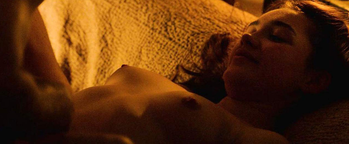 Florence Pugh nude nipples outlaw king