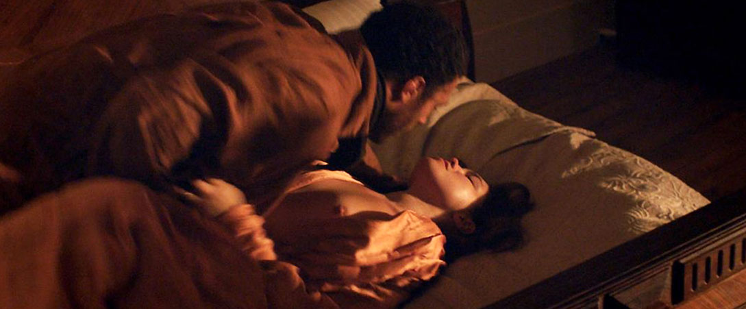 Florence Pugh nude tits scene lady