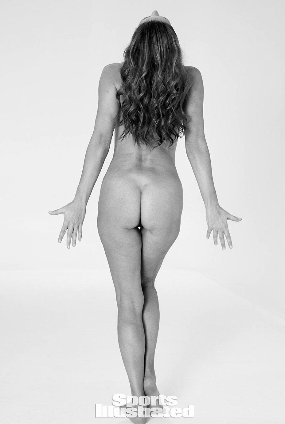 Paulina Porizkova nude ass