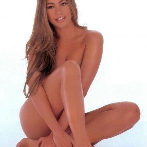 Sofia Vergara nude sitting