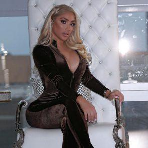 Nikki Mudarris  nackt