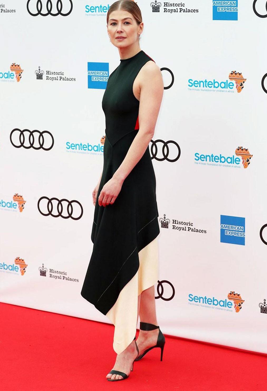 Rosamund Pike sexy