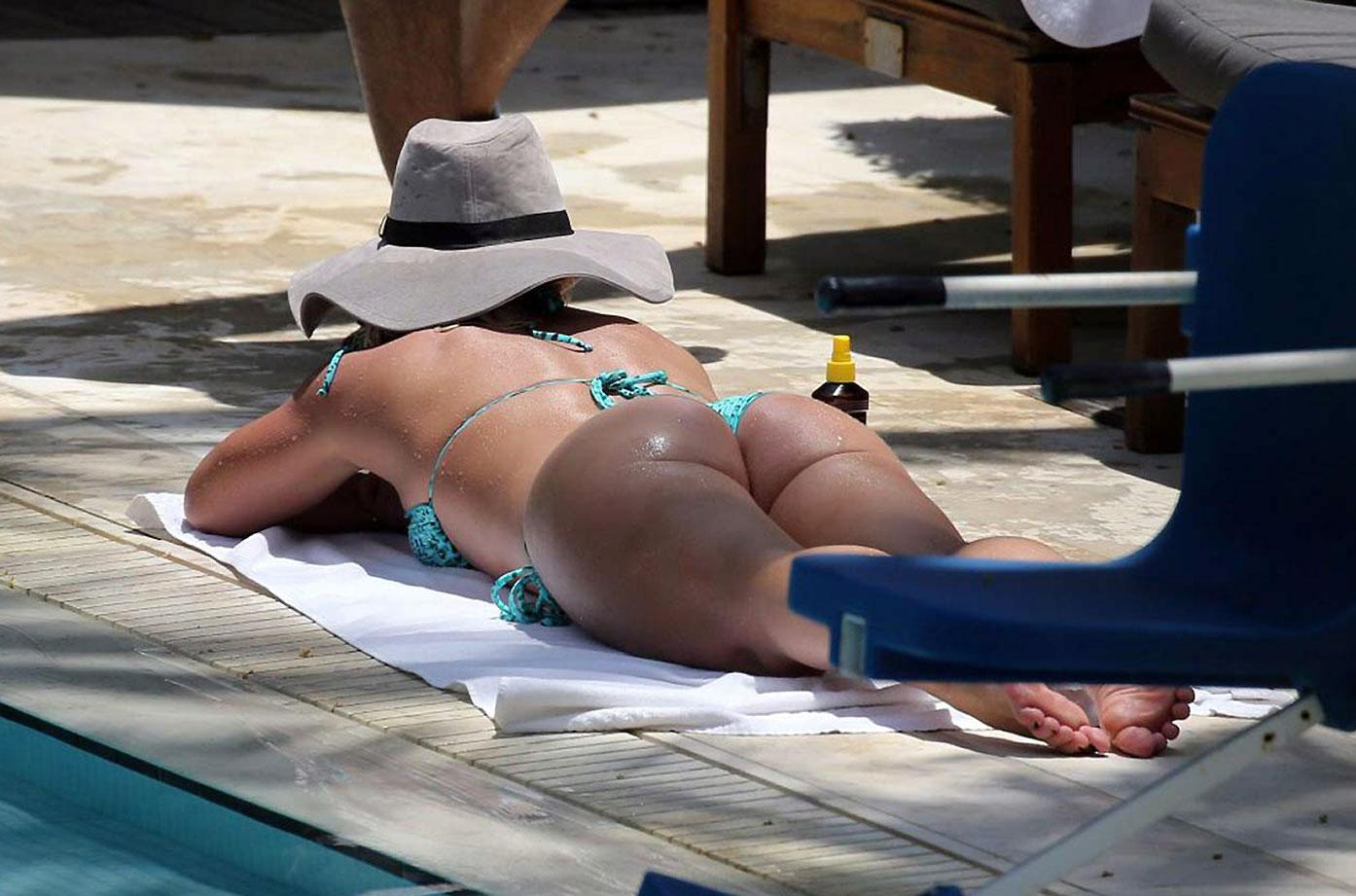 Britney Spears Boobs Erupt