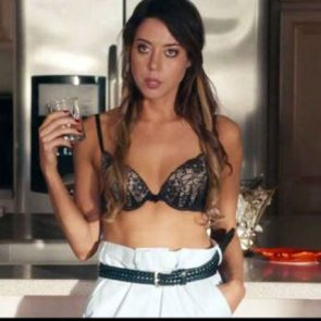 Aubrey Plaza cleavage