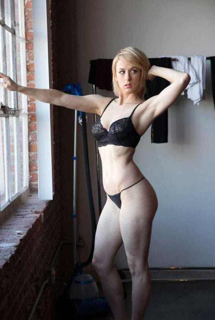Iliza Shlesinger legs