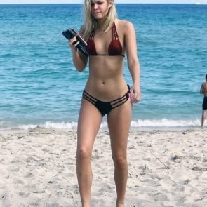 Alissa Violet legs