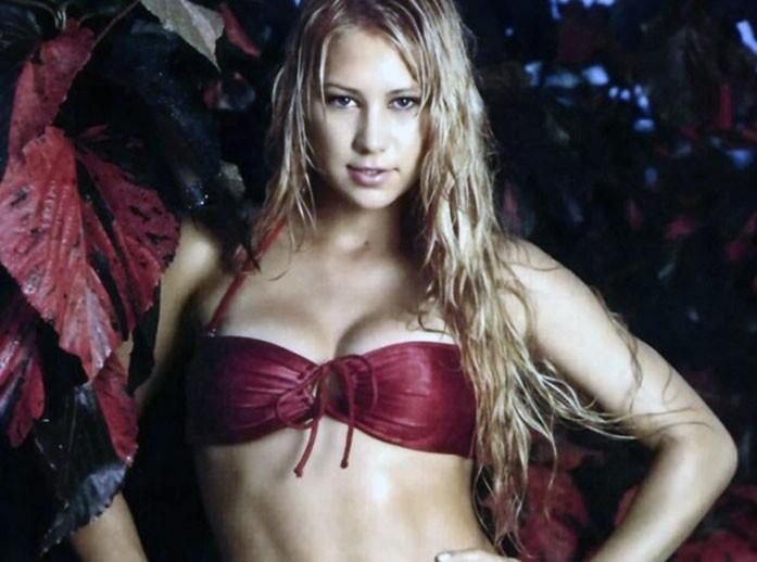 Anna Kournikova cleavage