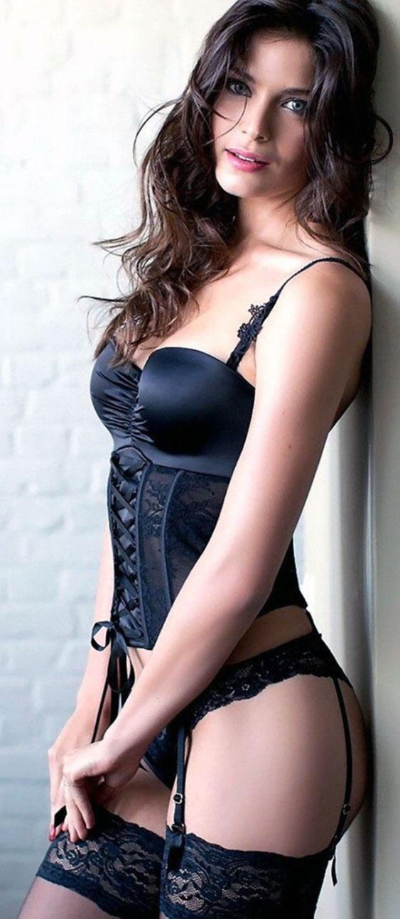 Kate Beckinsale boobs