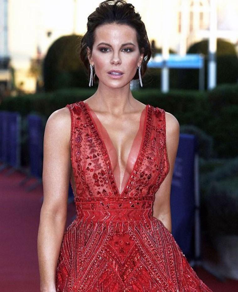 Kate Beckinsale cleavage
