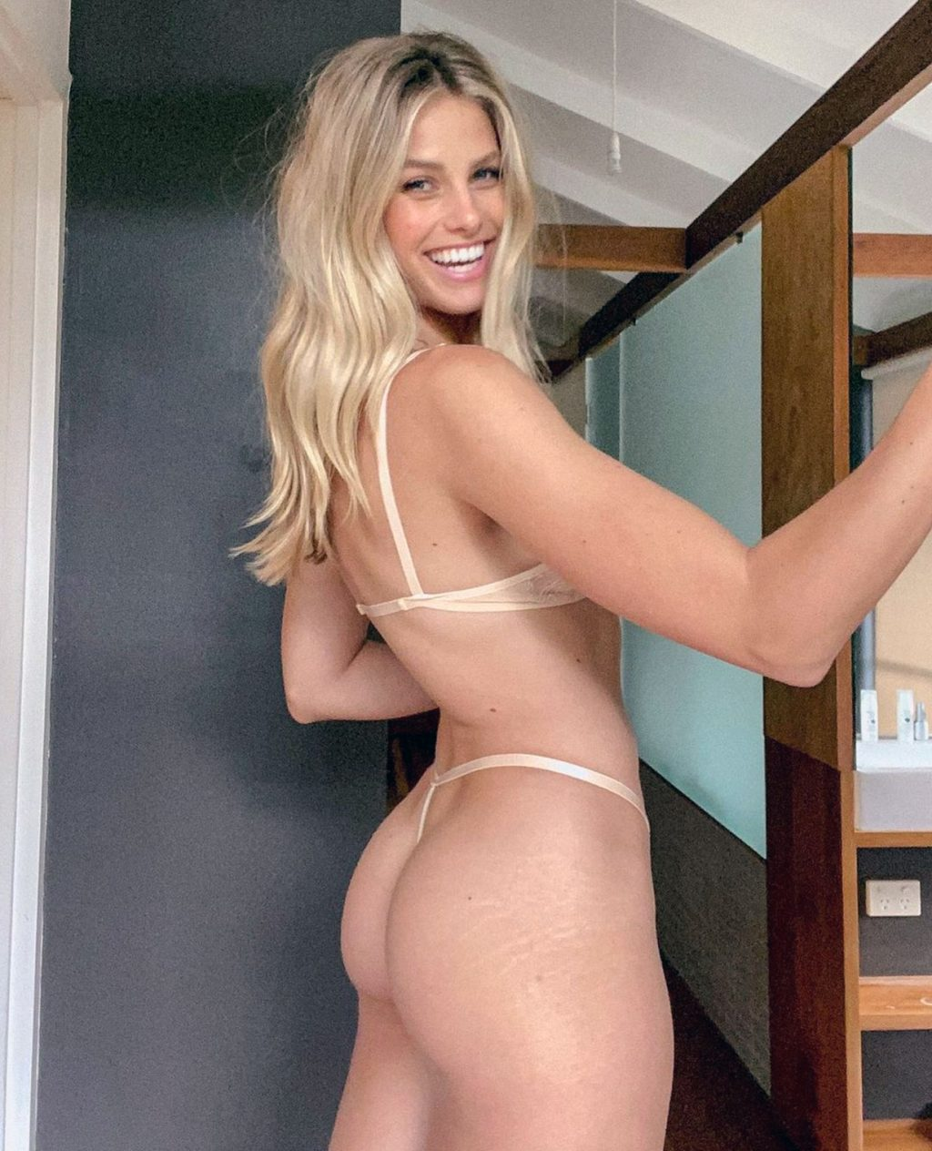 Natalie Roser ass