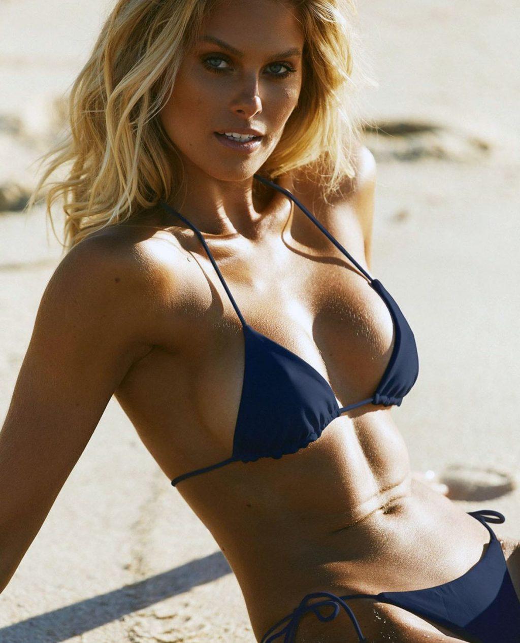 Natalie Roser cleavage
