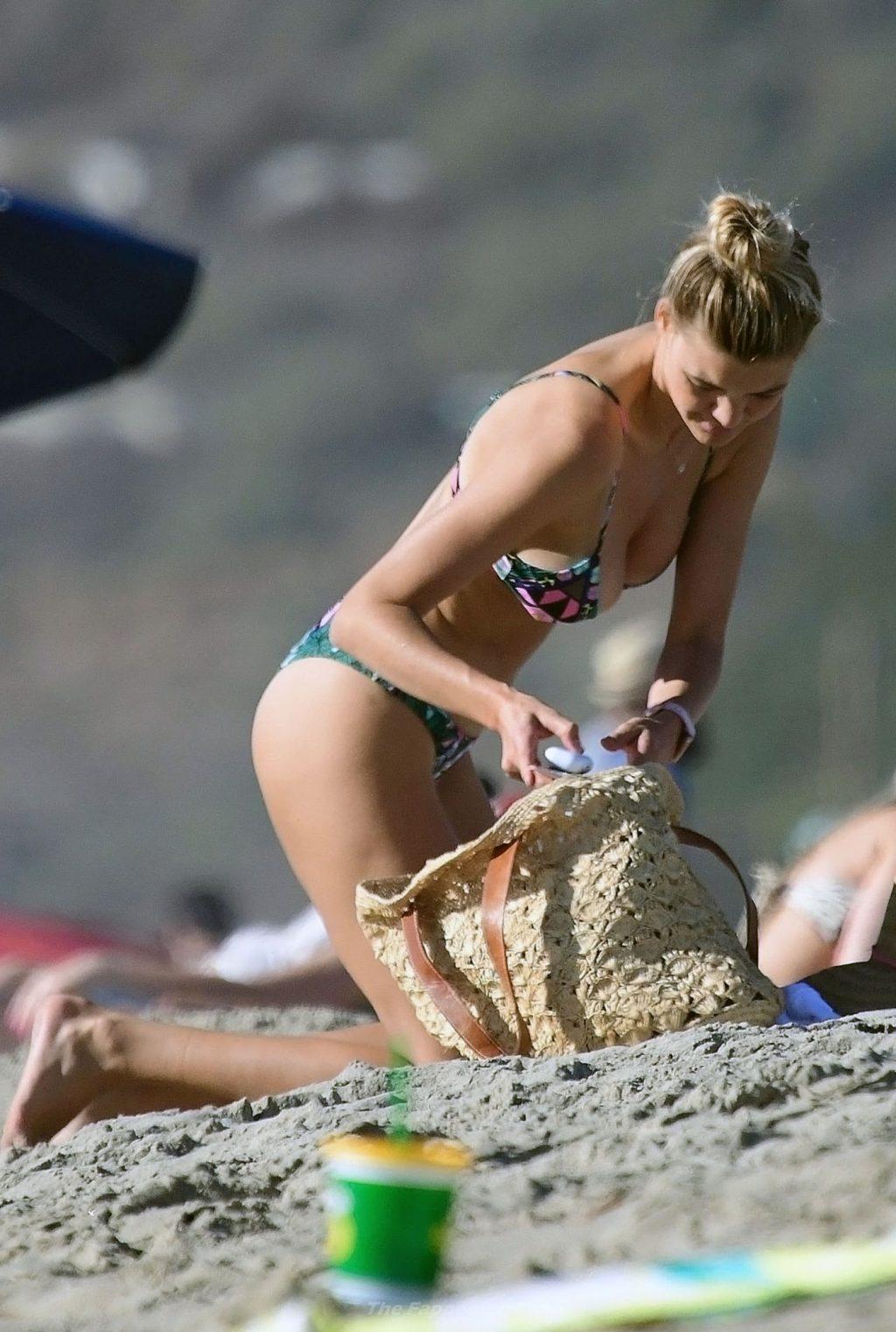 Kelly Rohrbach boobs