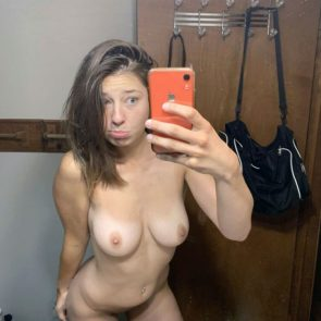 Makayla Bennett nude mirror pic