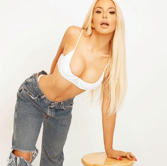 Tana Mongeau boobs
