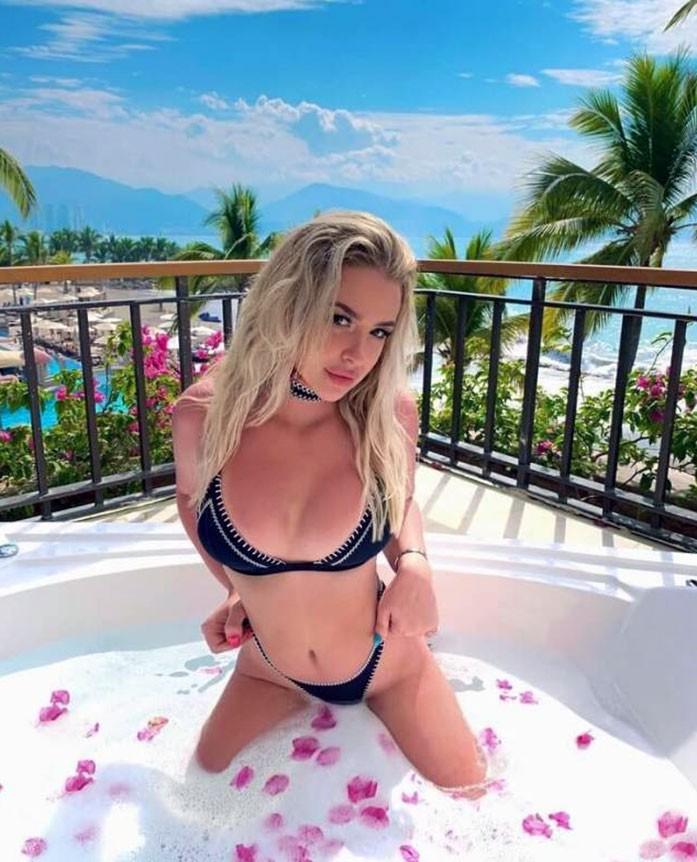 Tana Mongeau sexy