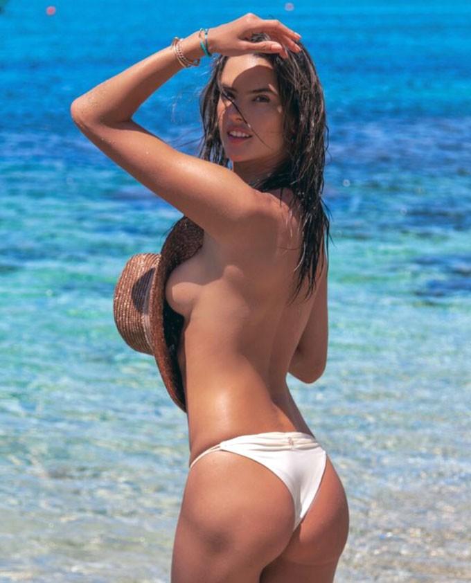 Alessandra Ambrosio naked