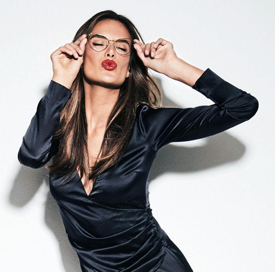 Alessandra Ambrosio boobs