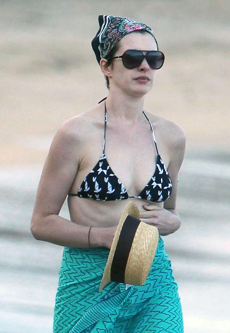 Anne Hathaway tits