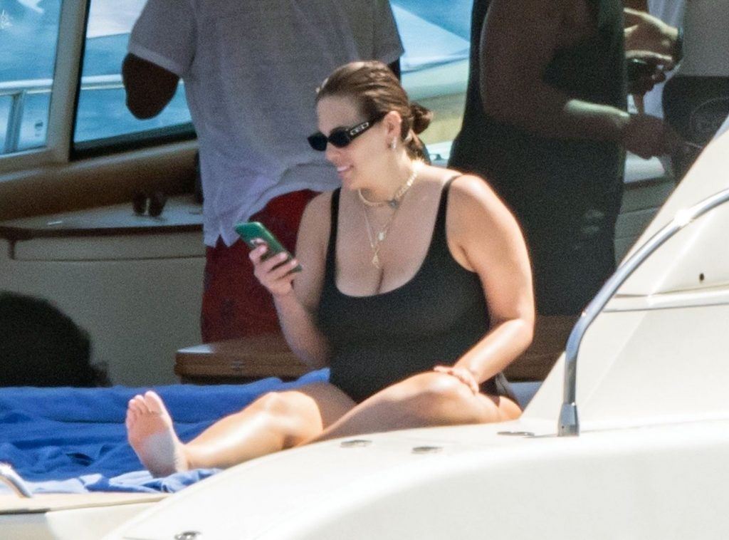 Ashley Graham cleavage
