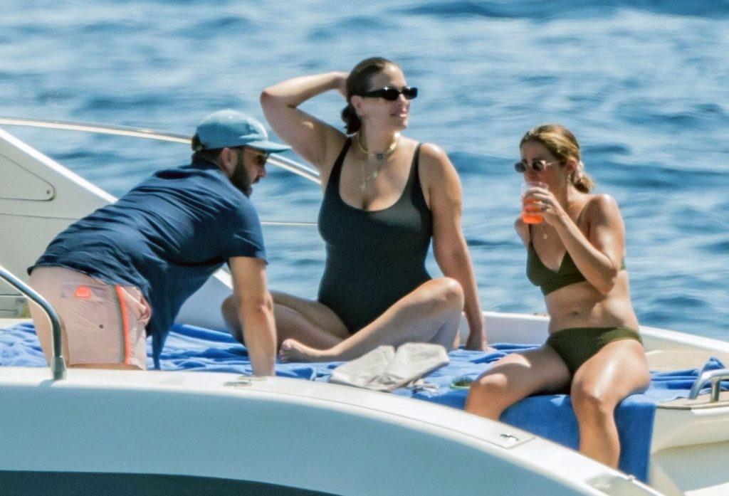 Ashley Graham boobs