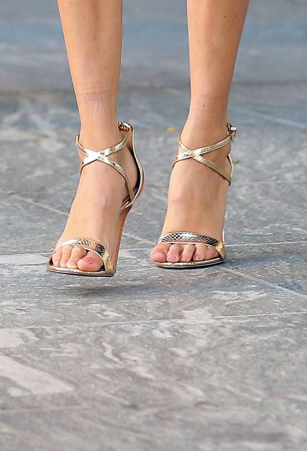 Bella Hadid feet