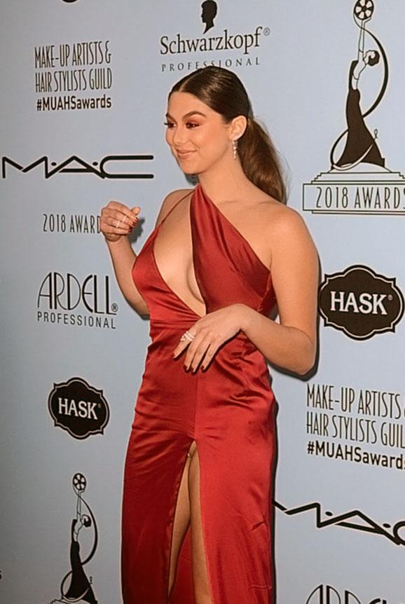 Kira Kosarin nipples