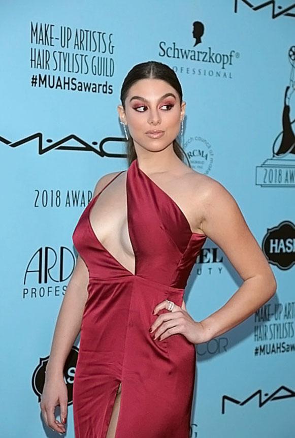 Kira Kosarin boobs