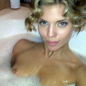 AnnaLynne McCord nipples