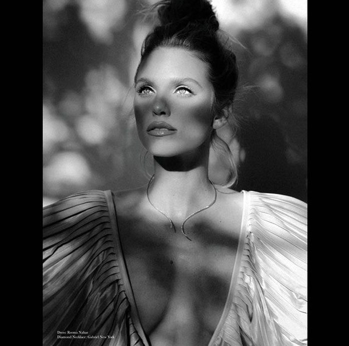 AnnaLynne McCord cleavage