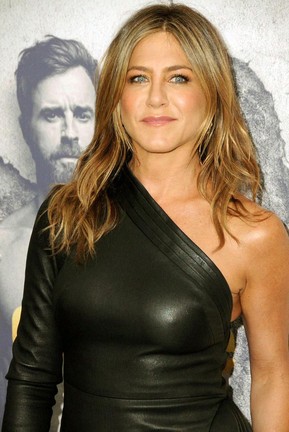 Jennifer Aniston tits