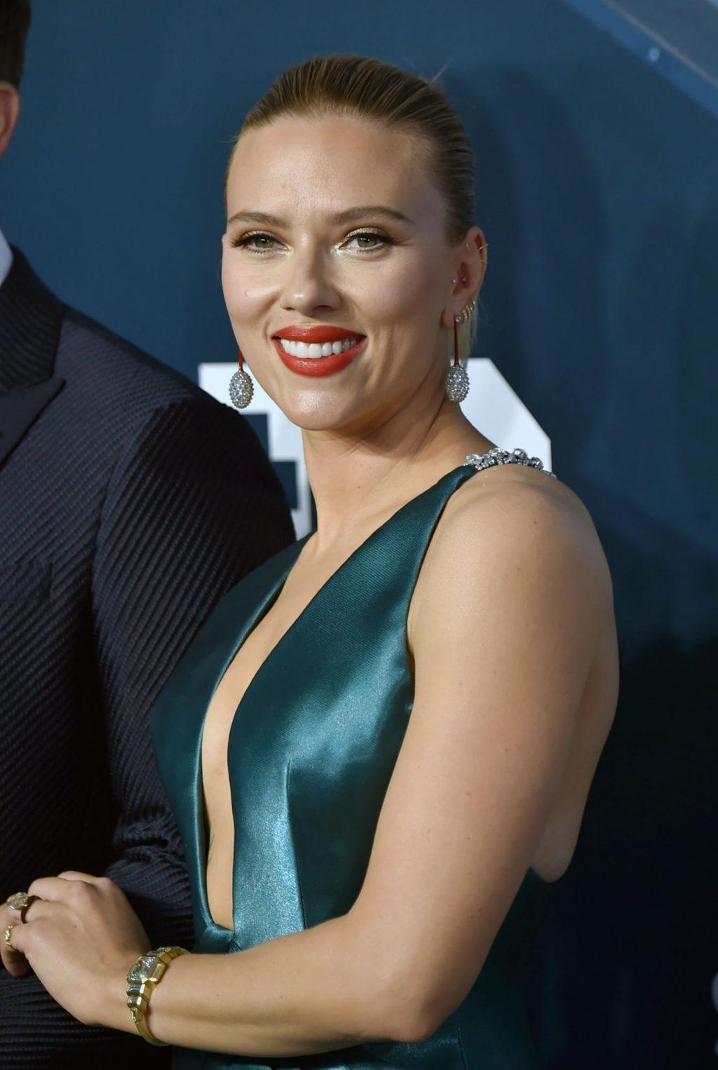Scarlett Johansson tits