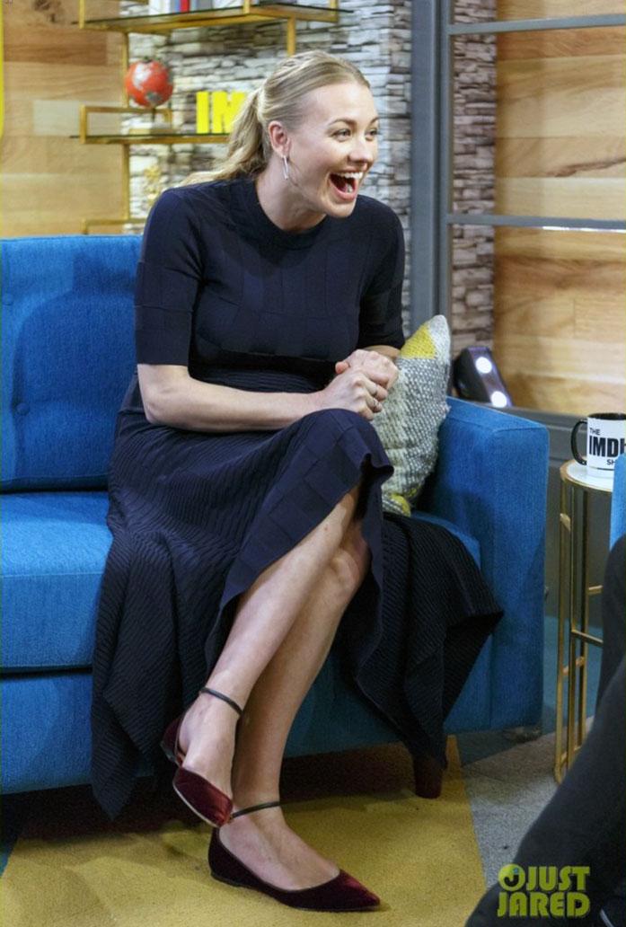 Yvonne Strahovski legs
