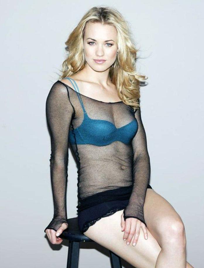 Yvonne Strahovski cleavage