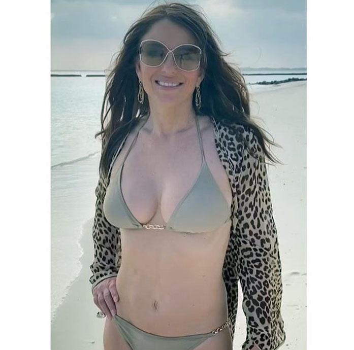Elizabeth Hurley cleavage