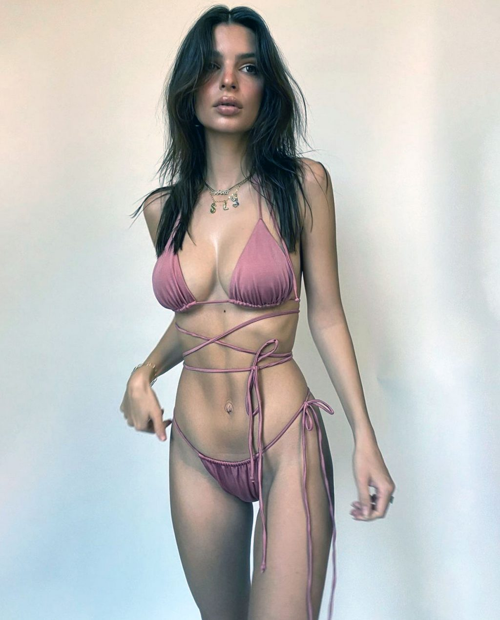 Emily Ratajkowski sexy