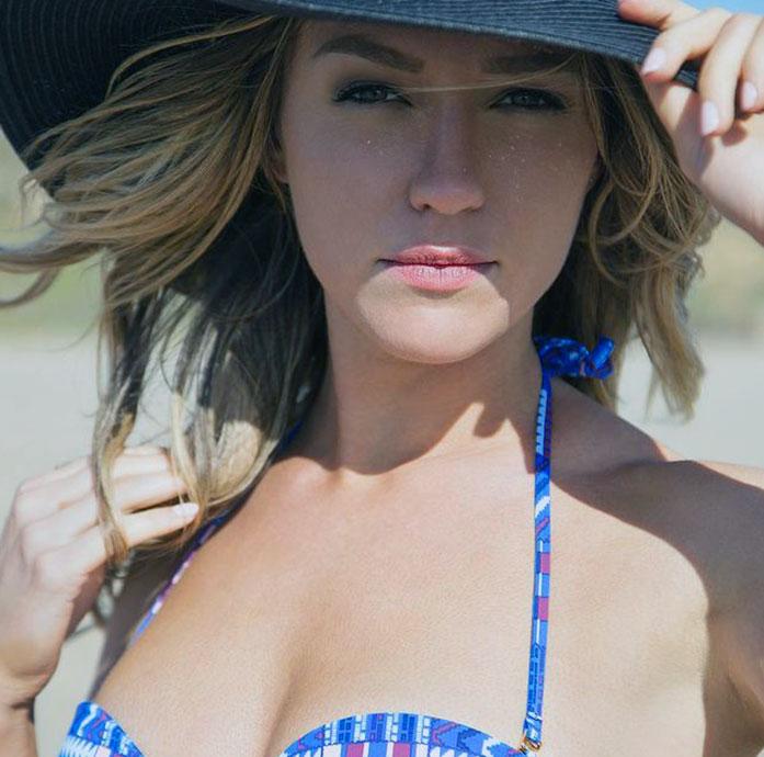 Alyson Walker cleavage