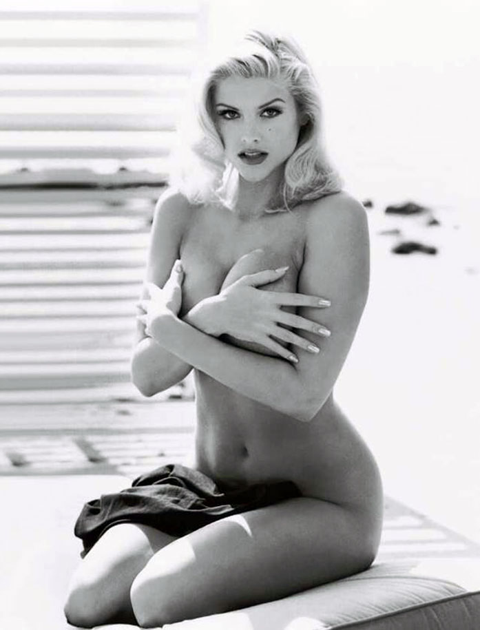 Anna Nicole Smith topless