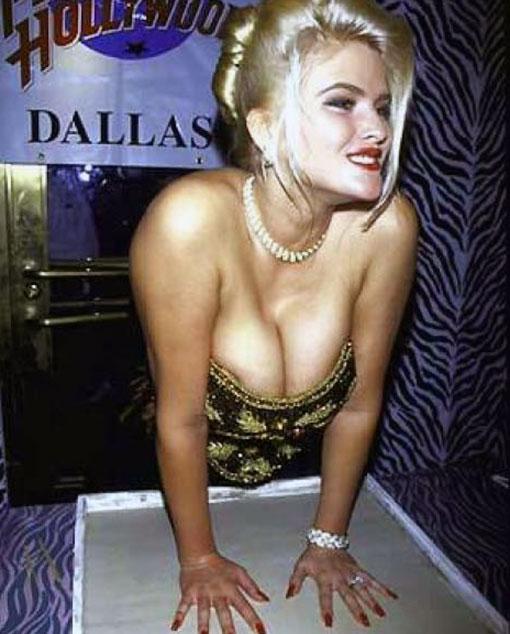 Anna Nicole Smith cleavage