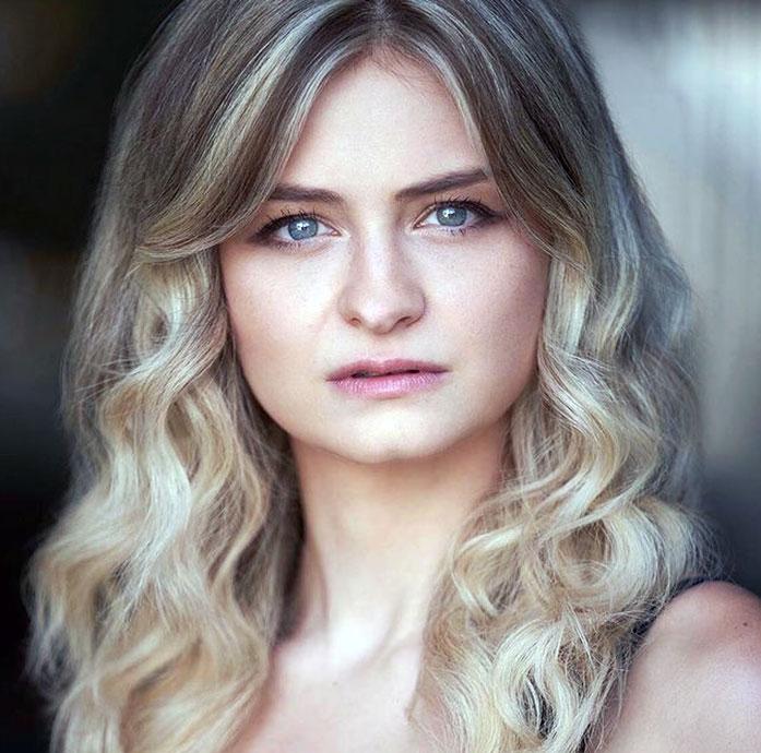 Anna Shields sexy
