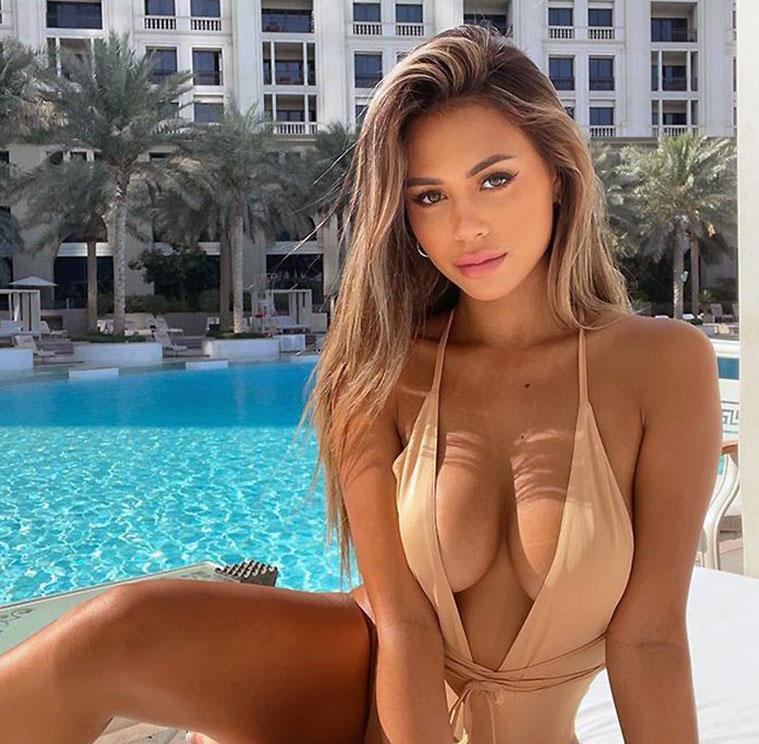 Desiree Schlotz cleavage