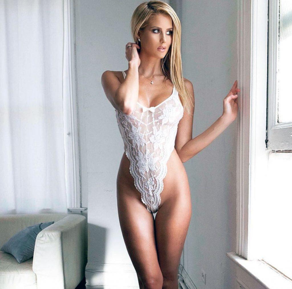 Emma Hernan naked