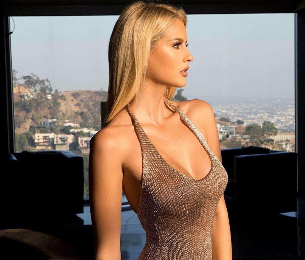 Emma Hernan cleavage