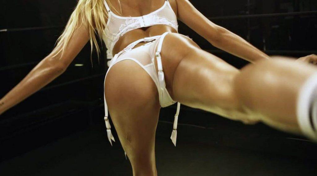 Hailey Baldwin butt